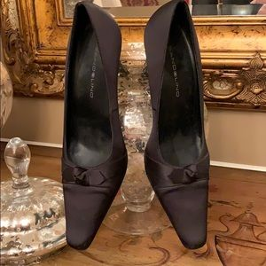 Beautiful Ladies Black Satin Finish Dress Pumps.